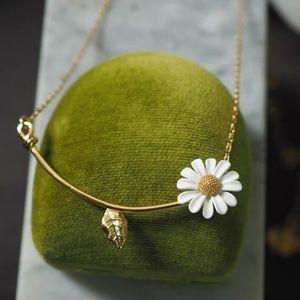 Kate Spade necklace gold flower daisy necklace